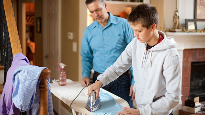 tareas-hogar-para-los-jóvenes-como-hacer-para-que-mi-hijo-ayude-en-casa-tareas-do-mesticas
