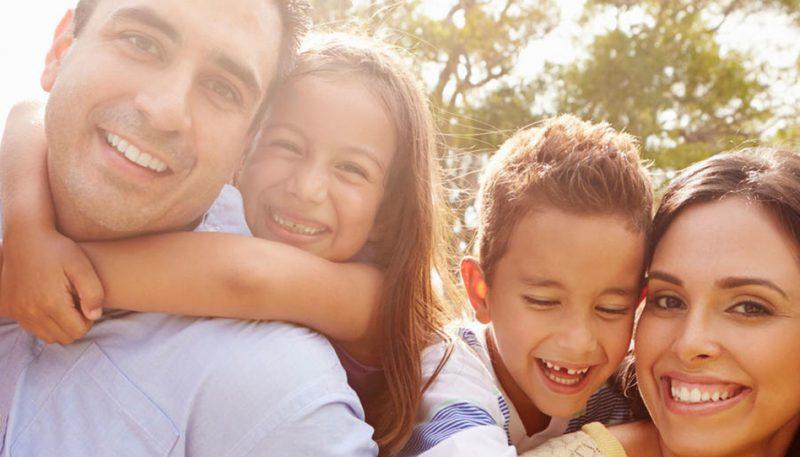 familia-latina-influencia-padres-hijos